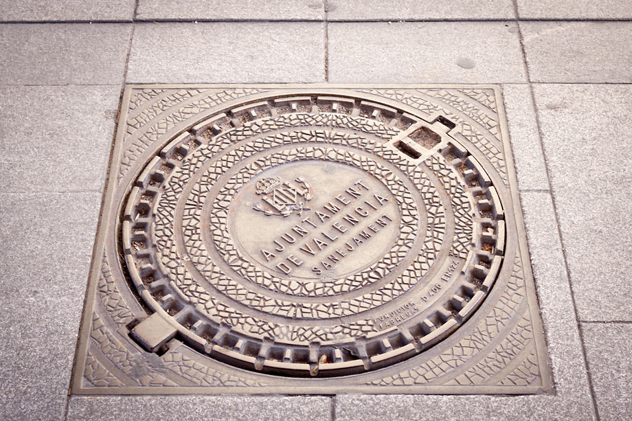 The symbol of Valencia city hall on a manhole cover