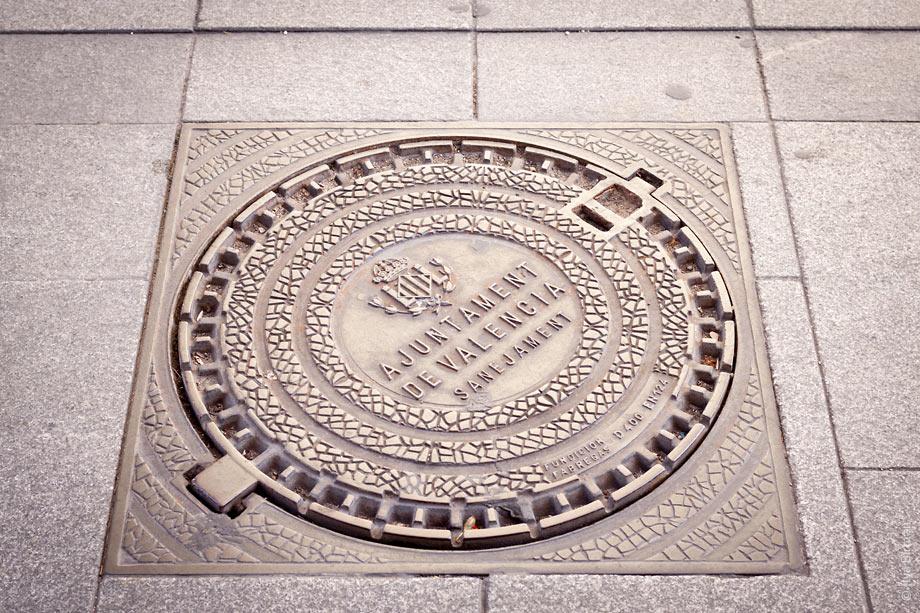 The symbol of Valencia city hall on a manhole cover
