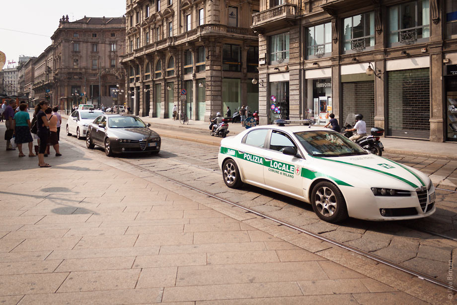 Local police drives Alfa-Romeos in Milan