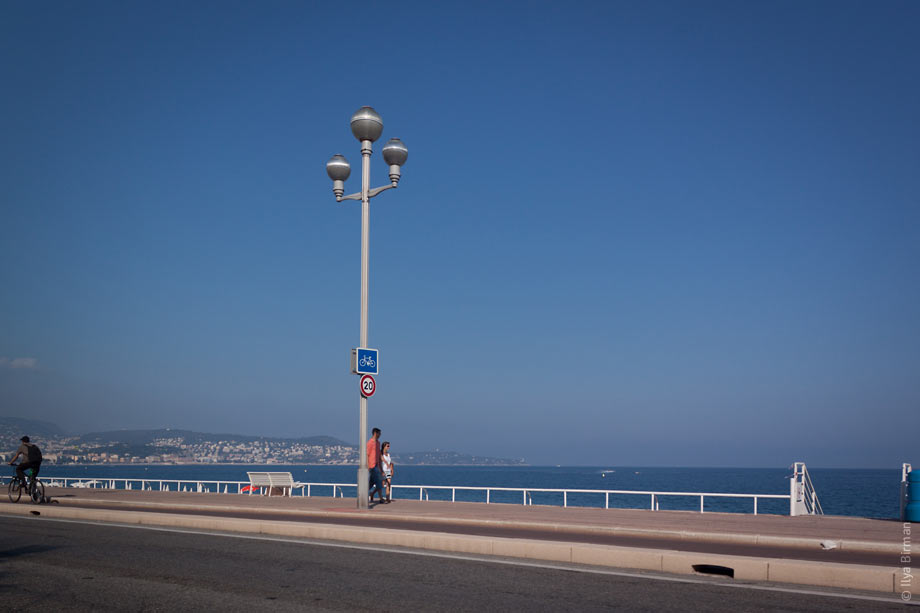 A speed limit for cyclists riding along the beach in Nice
