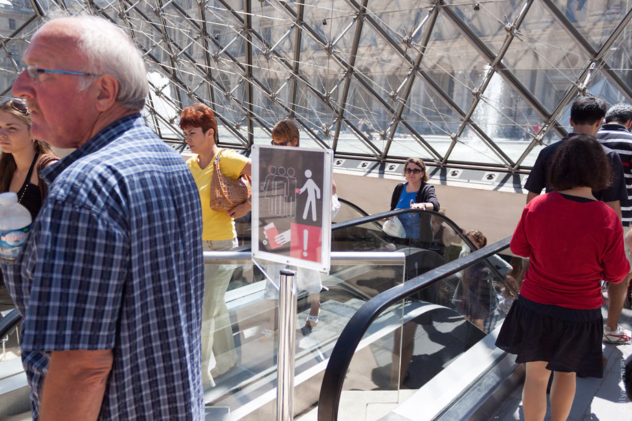 A strange sign is installed in Louvre