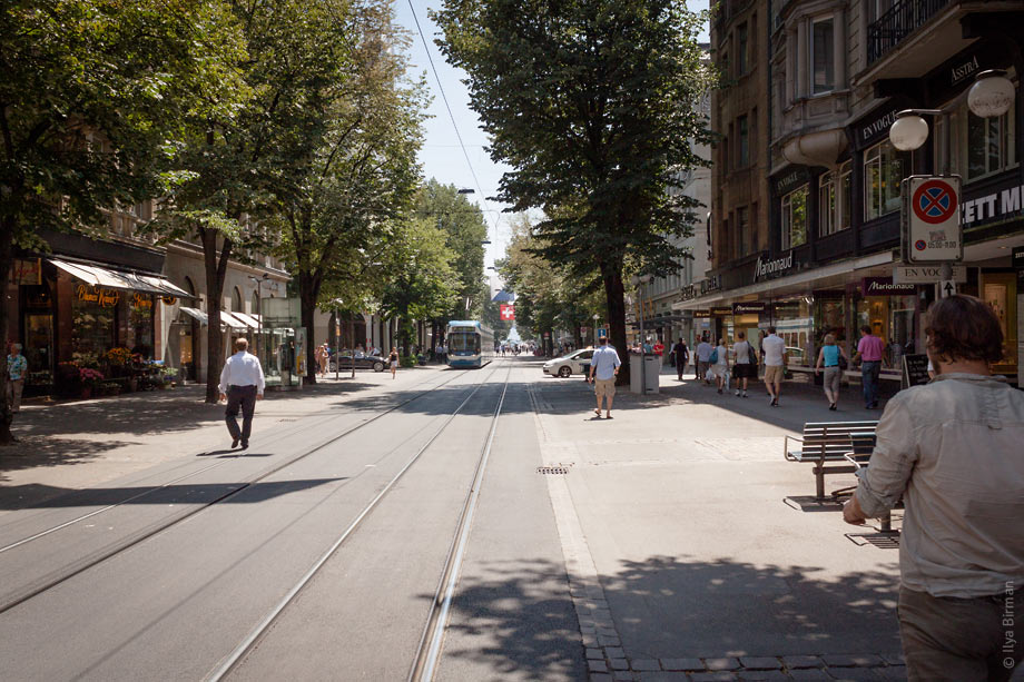 The road and sidewalk surfaces are level in Zurich