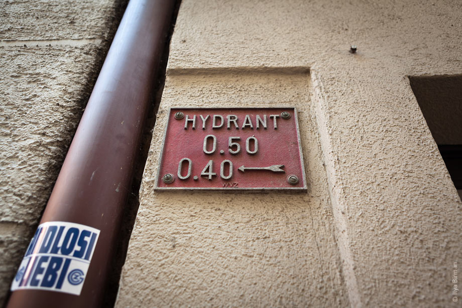 A hydrant sign in Zurich